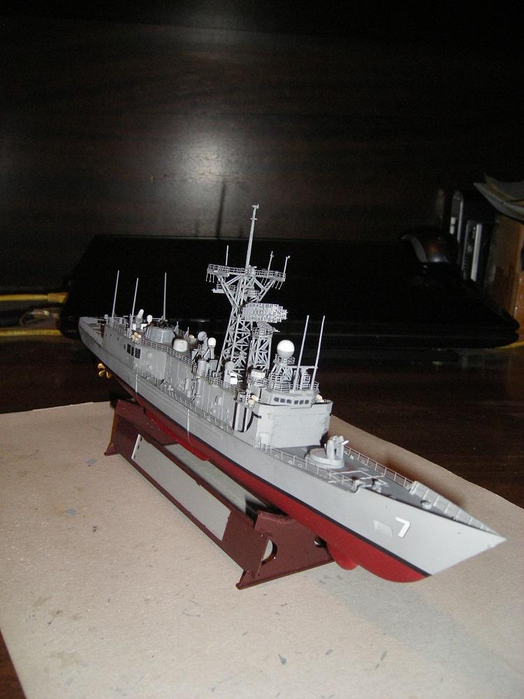 USS Navy frégate USS Oliver Hazard Perry FFG-7 Académie 1/350 réf. 14102  Imgp0743