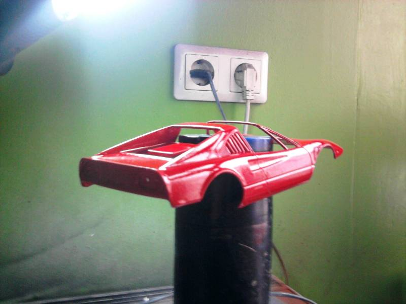 Revell Ferrari 308GTS 1:24 part 2 24_10
