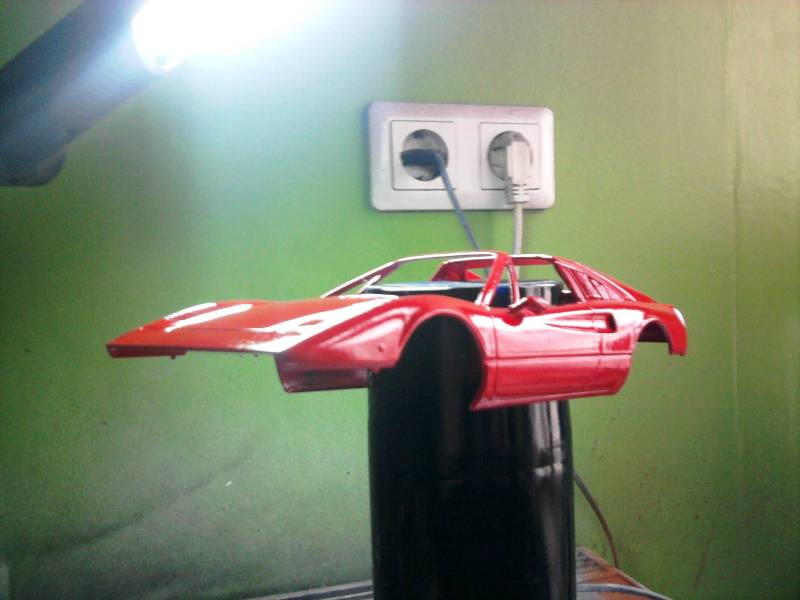 Revell Ferrari 308GTS 1:24 part 2 25_10