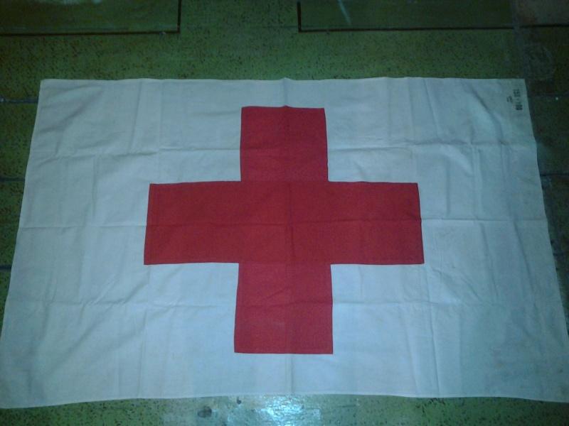 drapeau croix-rouge: original ou copie? 2014-115