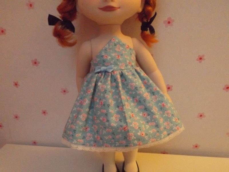 tenues/confections pour poupées disney Dscf0218