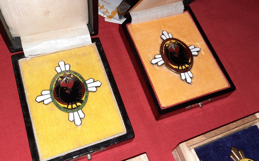 Mes corbeaux a trois pattes : les badges de la société d'entraide au soldat  20210360