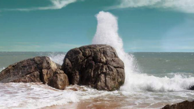 வலைபாயுதே - தனிமையில் இருக்கும் கடல்!  -  Sea10