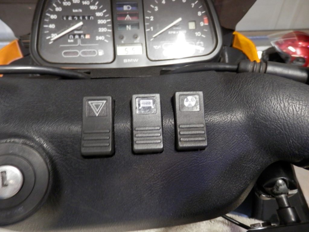 WTB: a basic on/off K bike dashboard BMW rocker switch. Dash_s11