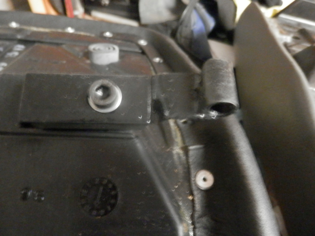 K1100 Komfort Seat Hinges and Locking Post All Finished. Seat_h12