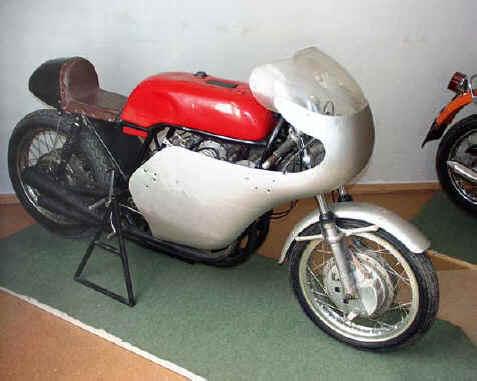 Plus à l'est : les motos Voskod Vniimo10