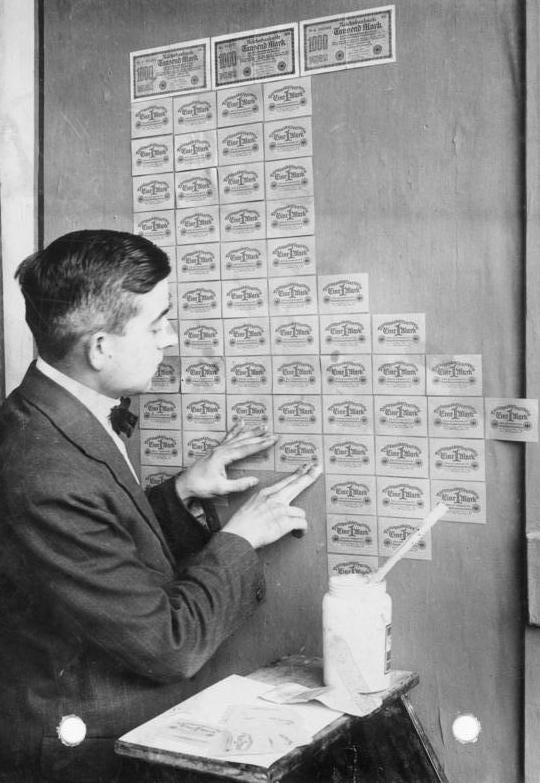 Eine Million Mark 1923 con una sobreimpresión de propaganda virulenta. Bundes10