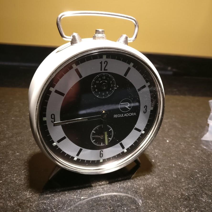 Despertadores e outros relógios antigos Regula10