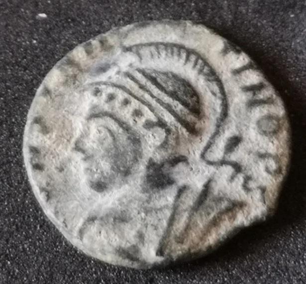 AE3 cuño no oficial conmemorativo de Constantinopolis. Lyon Consta11