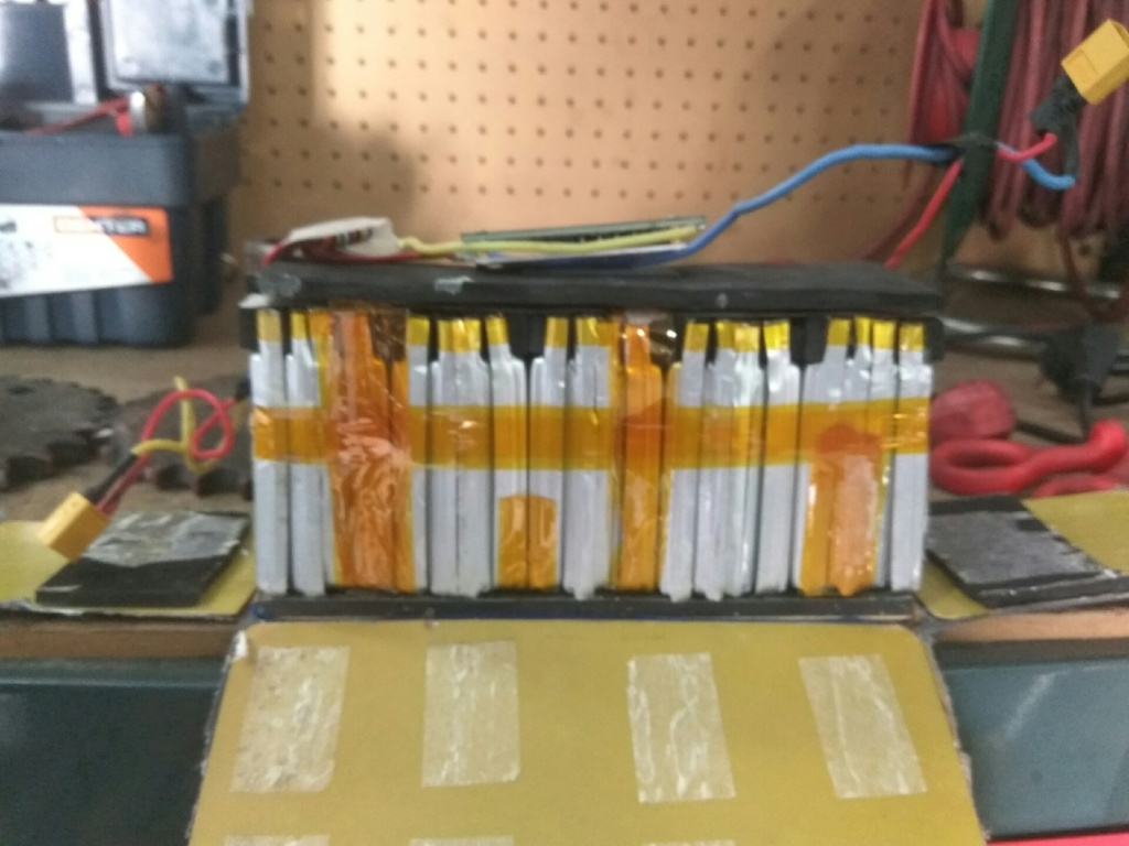 Ayuda. Desmontando batería Img_2011