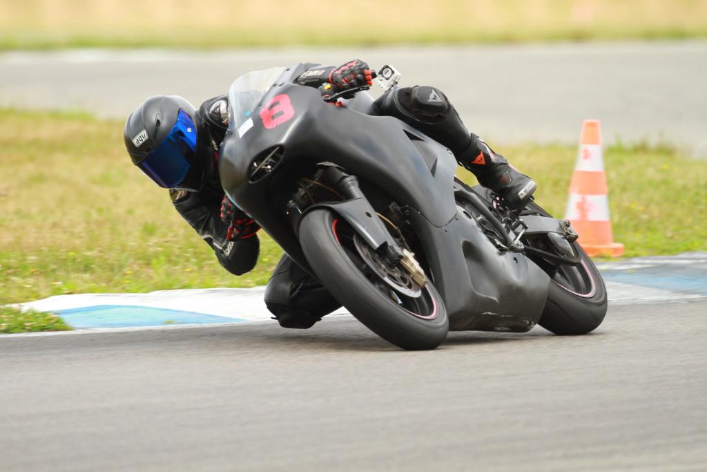 SV 650 piste - Style moto2 Brele210