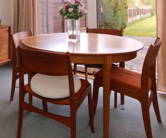 Maker and/or designer of Danish dining table and chairs? Table10