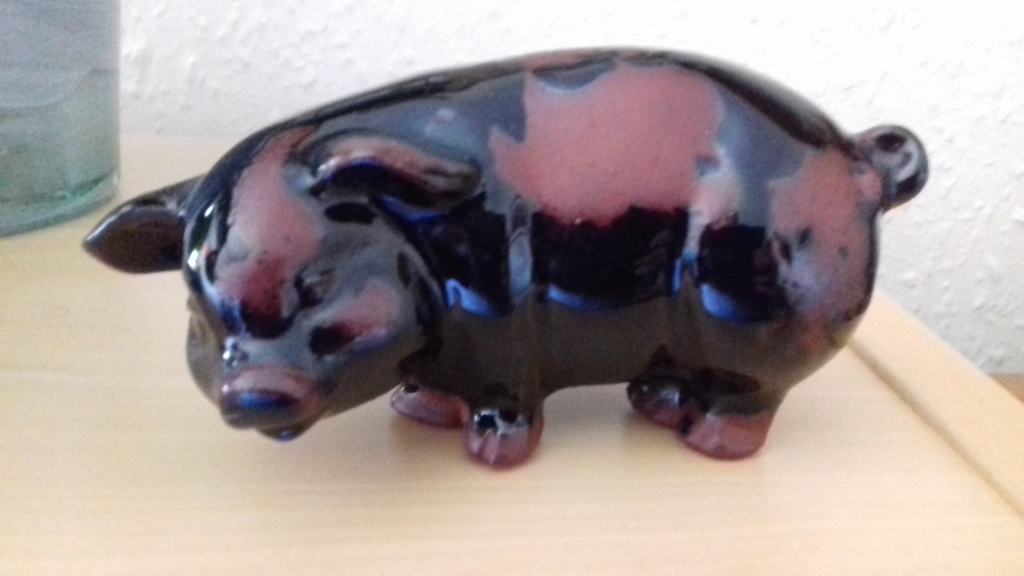Pig ornament stamped RG on base 20210411