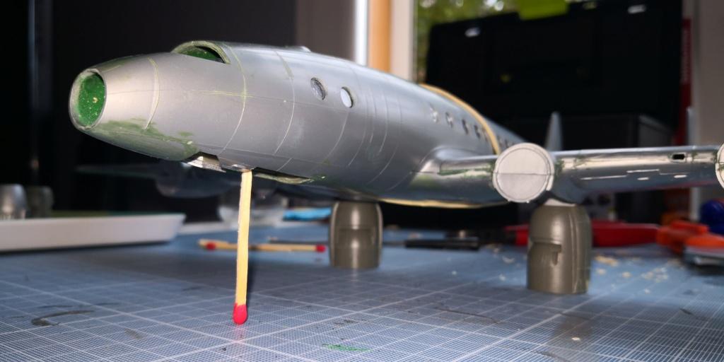 [HELLER] LOCKHEED CONSTELLATION C-121-A MATS BERLIN 1948 - 1949 1/72ème Réf 80382 Img_2012