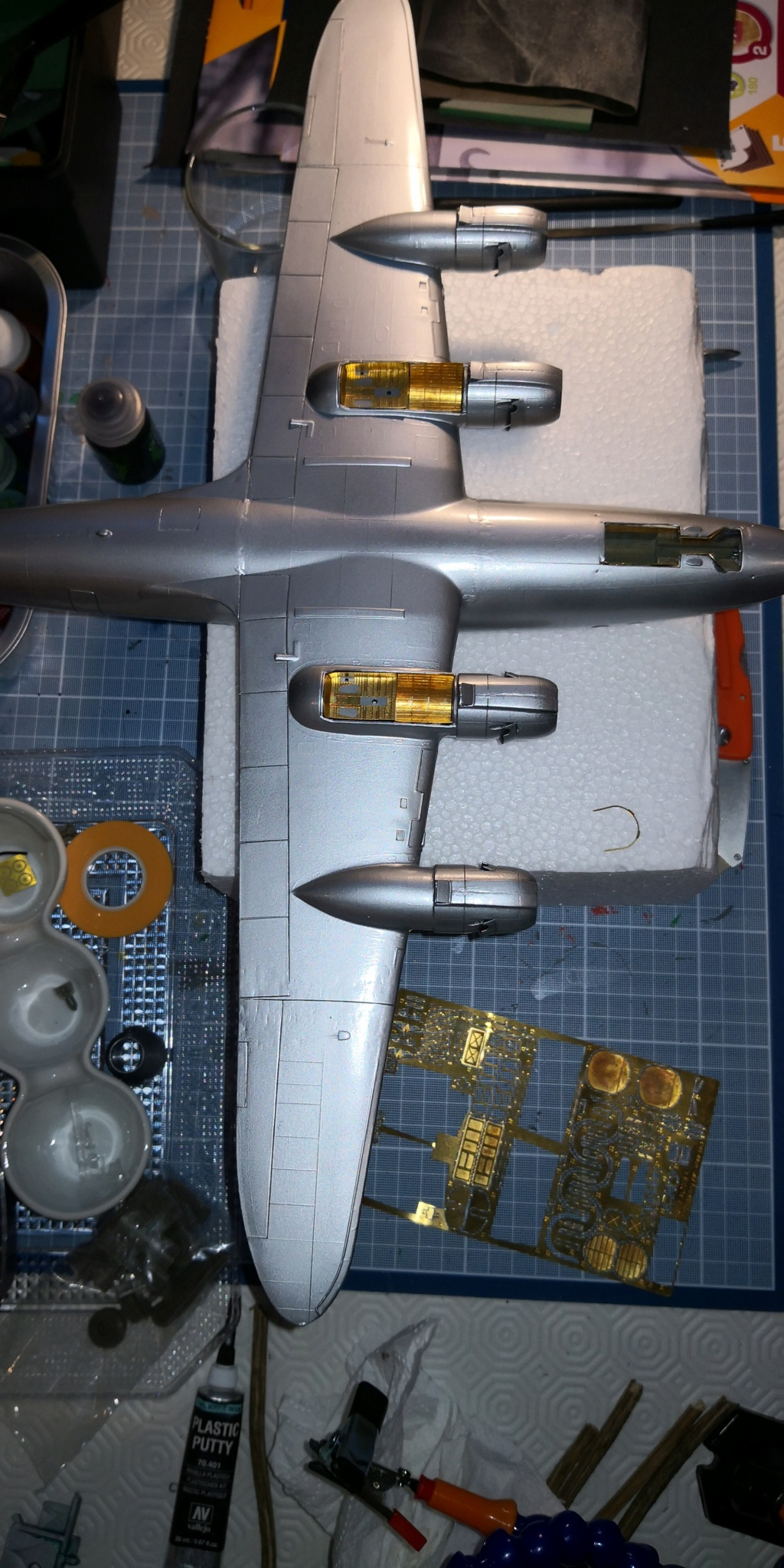 [HELLER] LOCKHEED CONSTELLATION C-121-A MATS BERLIN 1948 - 1949 1/72ème Réf 80382 - Page 2 Img_2030