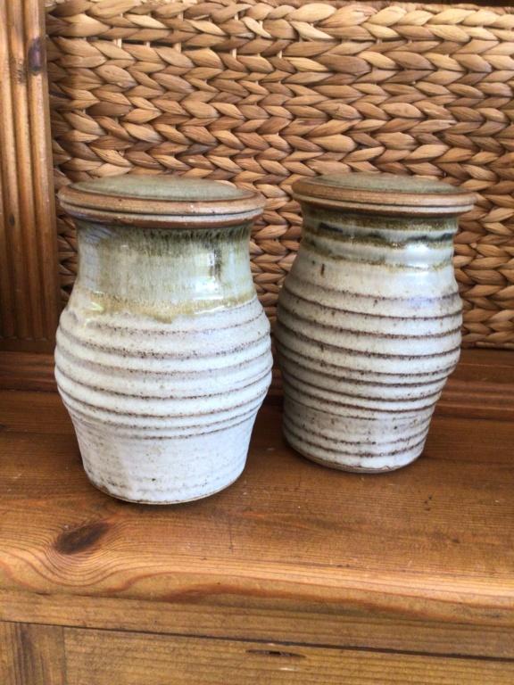 Stoneware jars x ID, SJ or SJB mark 0353b310