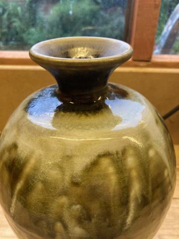 Large vase, LR mark  81c71f10