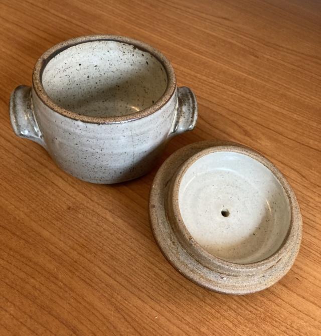 Two marks on lidded jar - Ai Oi Hoon, Woods Place Pottery 89ffa210