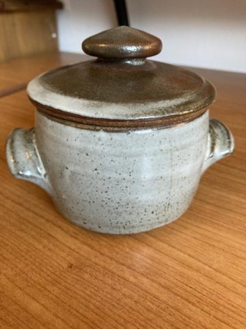 Two marks on lidded jar - Ai Oi Hoon, Woods Place Pottery 9ccfd310