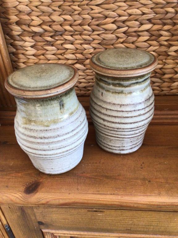 Stoneware jars x ID, SJ or SJB mark F5232b10