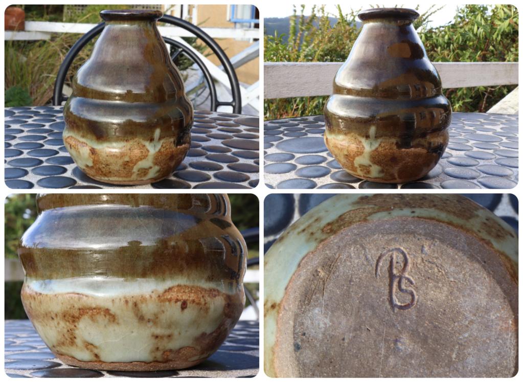 ?? WHO MADE ME??, New Zealand vase, PS mark Green111