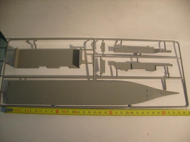 [REVELL] Navire amphibie d assault LHD-3 USS KEARSARGE 1/700ème Réf 05110 S7302050