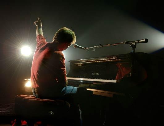 """Nouvel album de Paul McCartney """"My Valentine"""" sortie le 6 février 2012 Ht_pau10"""