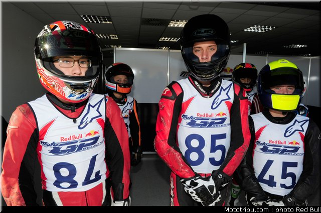 [Red Bull Moto GP Rookie Cup] Allez les petits (sélections 2012) - Page 3 Red_bu18