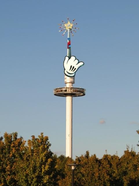 [Poisson d'avril] Disney rachète le Futuroscope ! Gyroma11