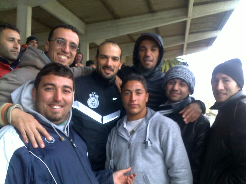 les supporters d'Aokas, les requins, avec les joueurs de l'ASO Chlef (rencontre CRBAokas-CR Thameur) 03022011