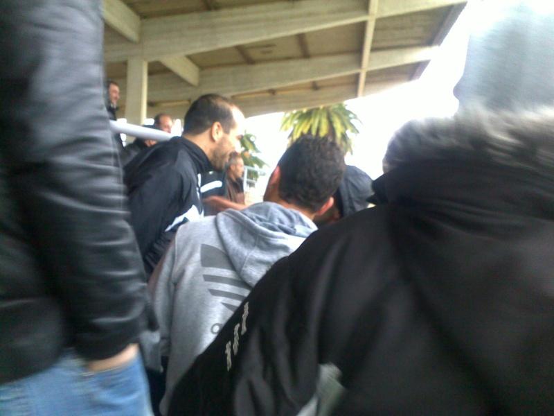 les supporters d'Aokas, les requins, avec les joueurs de l'ASO Chlef (rencontre CRBAokas-CR Thameur) 03022012