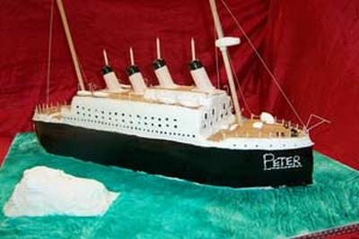 Titanic en gâteaux et chocolat - Page 2 Birthd10