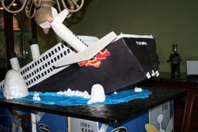 Titanic en gâteaux et chocolat - Page 2 Disast10