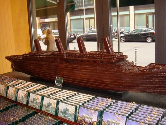 Titanic en gâteaux et chocolat - Page 2 Dsc02310