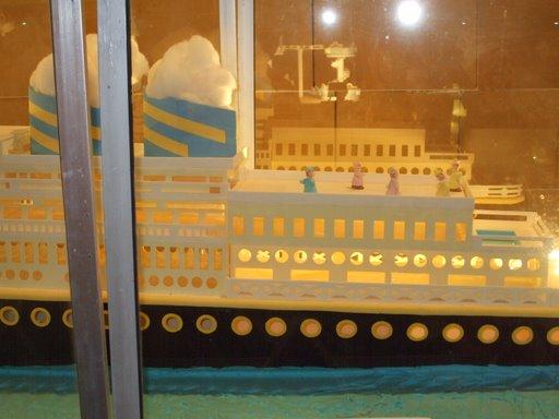 Titanic en gâteaux et chocolat - Page 2 Dscf0110