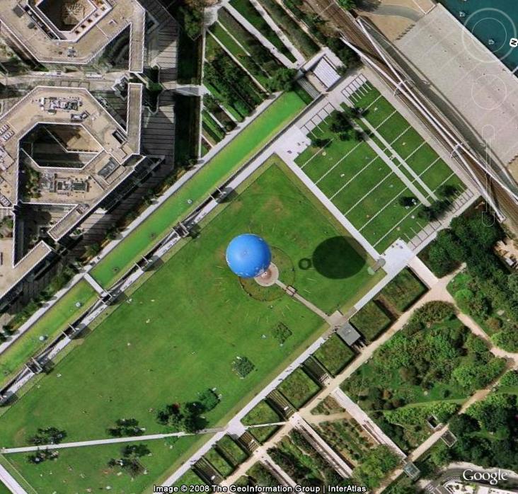 Globe dans le Parc André Citroën à Paris - France Gloobe10