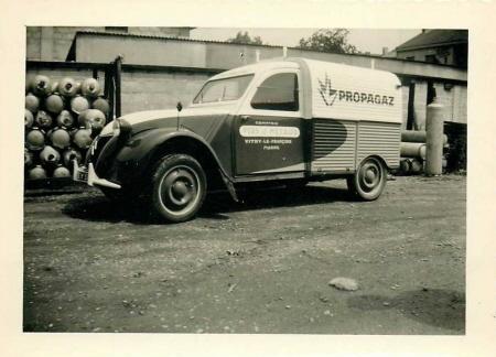 Photos et cartes postale 2cv camionnette  - Page 2 Azu_pr11