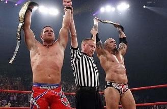 Article: Le Jour et la Nuit : comparatif des divisions Tag Team WWE/TNA Aj-sty10