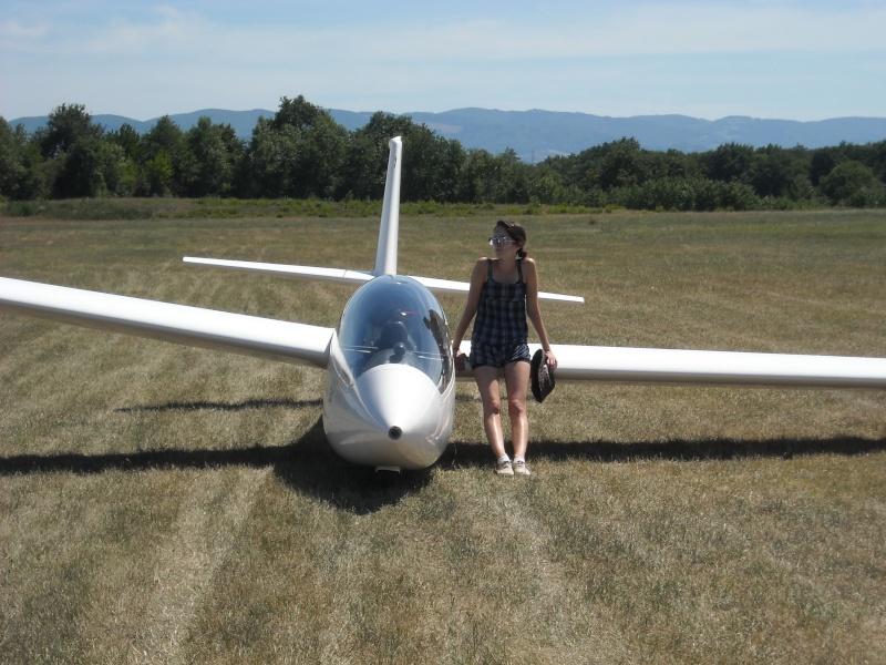 Concours Photos du mois de Juillet:Les  Filles et les avions Dscn0011