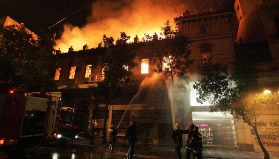Importantes disturbios en Grecia 13291210
