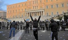 Importantes disturbios en Grecia P002_f48