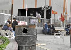 Importantes disturbios en Grecia P027_f23