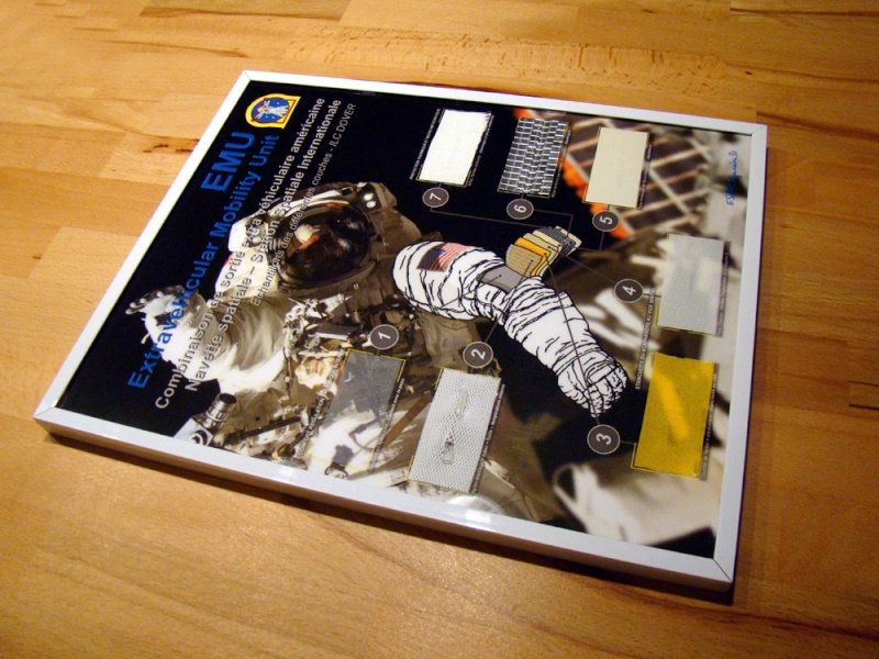 Cadre avec Echantillons scaphandre EMU - NASA Termin12