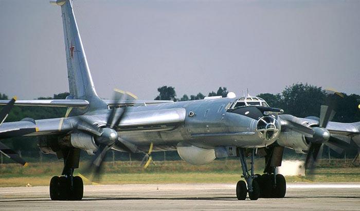 "Tupolev Tu-142 ""Bear"" (Para Fiorenzo) Tu142_10"