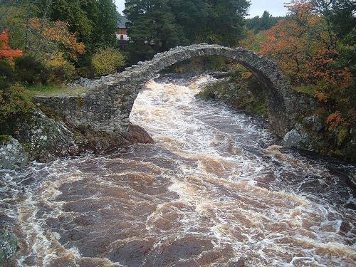 Vieux ponts de pierre en Ecosse 21701510