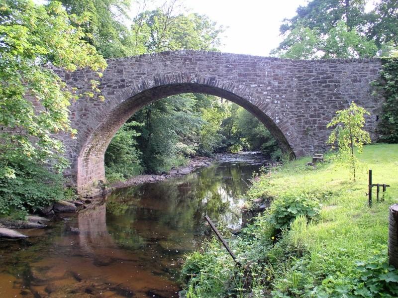 Vieux ponts de pierre en Ecosse 27714310