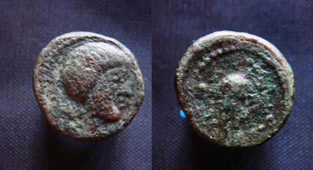 Etrange petit bronze grec (?) rev personnage et scpetre Enigma10