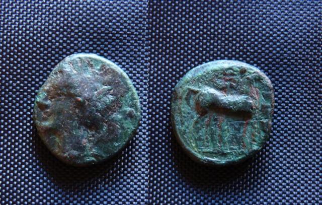 Petit bronze punique ou grec au cheval Petit_10