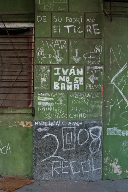 LA REALIDAD CUBANA MEDIANTE LA IMAGEN: 1959-PRESENTE - Página 3 Grafit10