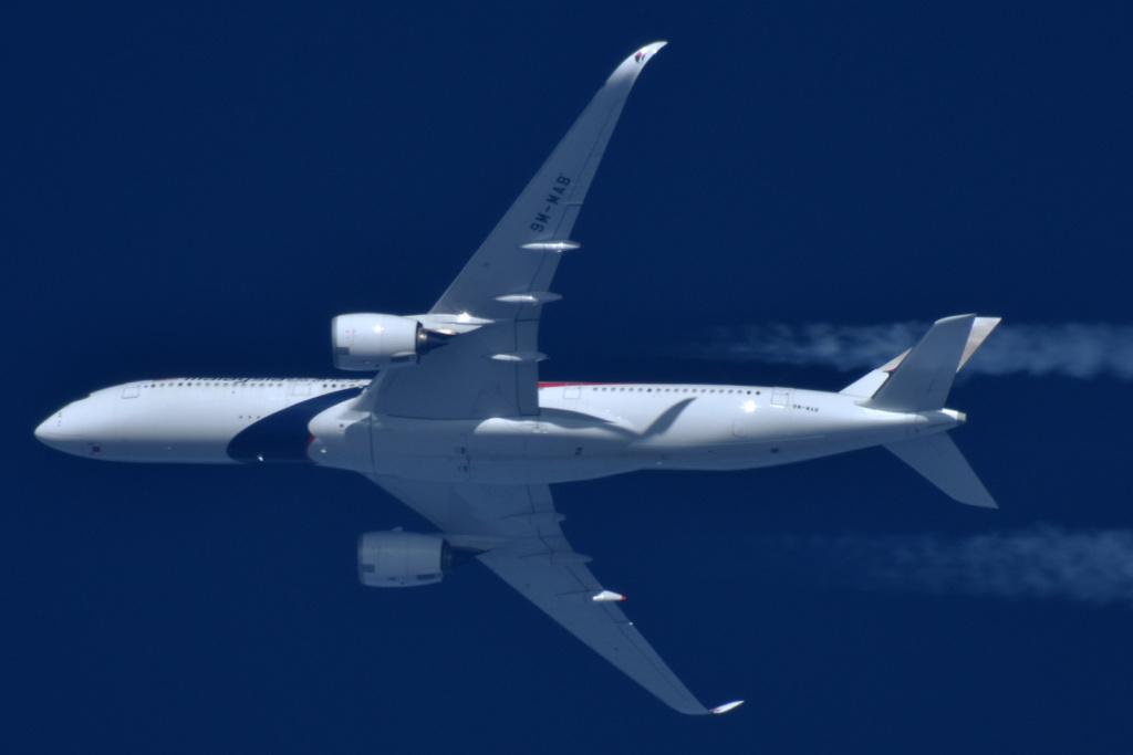 Oradea - aeronave in zbor - Pagina 38 9m-mab11